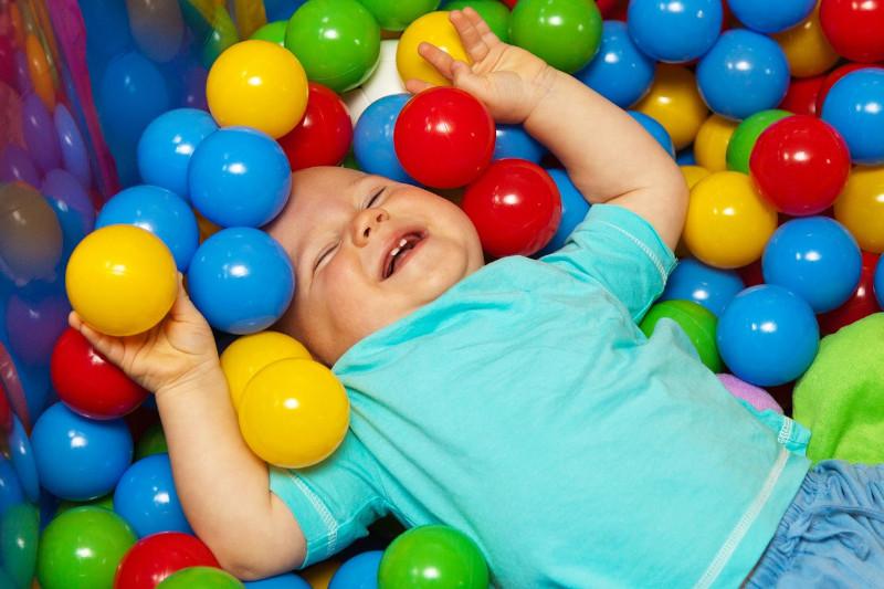 Avantages à acheter une piscine à balles pour bébé